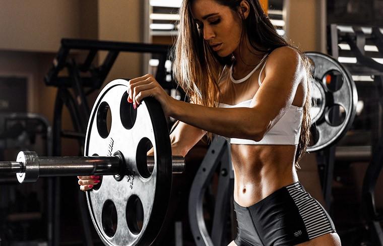 Чего ждать женщине от тренировок с большими весами