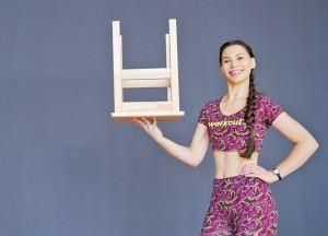 Комплекс домашних упражнений со стулом