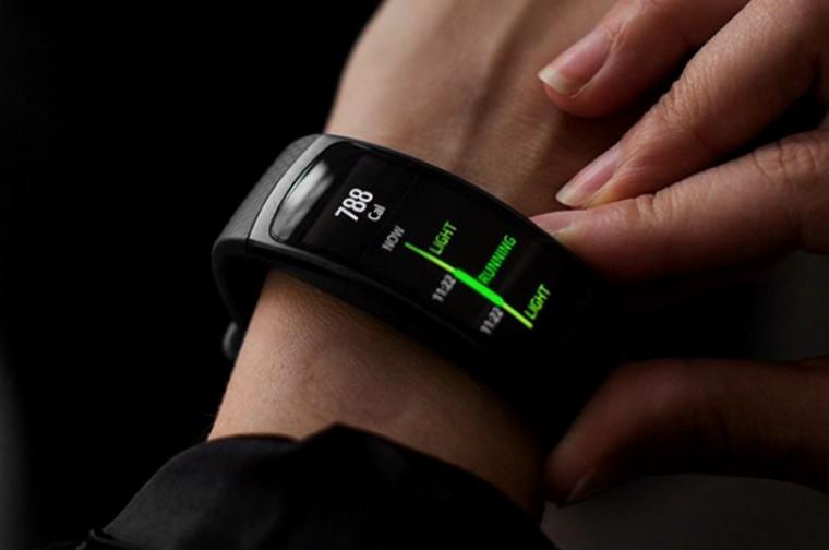 По каким параметрам выбирать фитнес-браслет