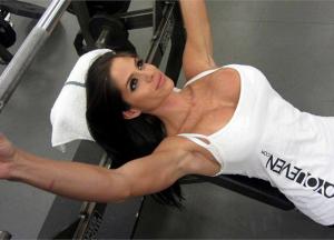Программа тренировки груди для женщин
