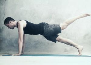 Подъем ноги из упора лежа